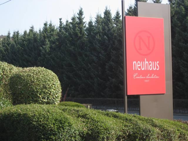 Neuhaus Sign