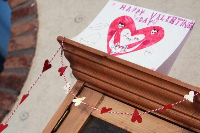 V Card & Heart Garland