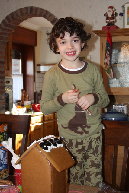 C decorates his gingerbread house