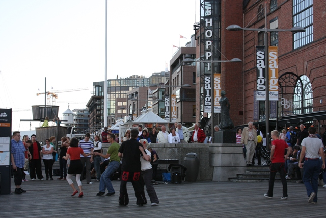 Dancing in Aker Brygge