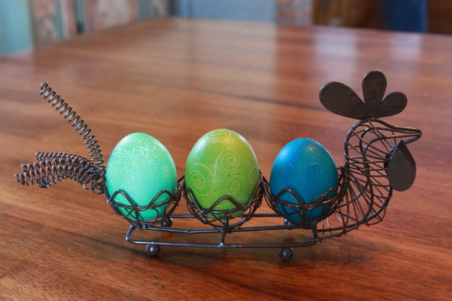 Eggs in wire hen