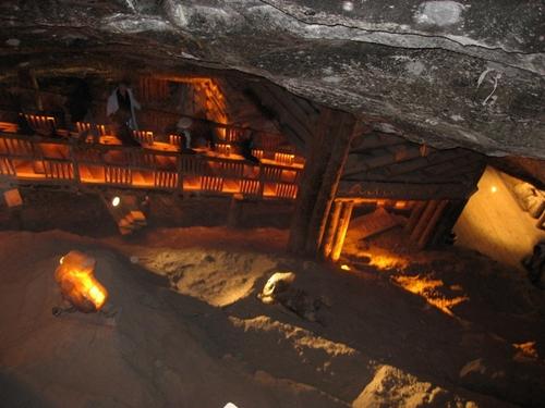 Inside_the_wielczka_salt_mines