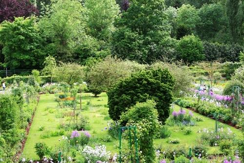 Monets_gardens_ii_2